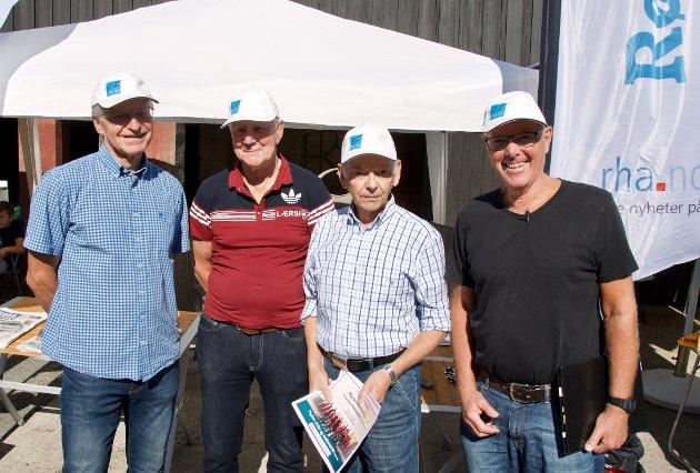 Odd Kolbergsrud, Arne Eide, Petter Knutsen og Truls Lind fikk hver sin caps fra Røyken og Hurums Avis.