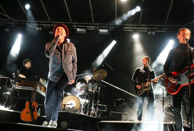 GOD GANG: Morten Abel på scenen i Melshei fredag kveld.