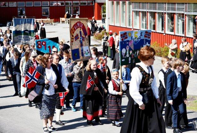 Folketoget startet på Hedalen barne- og ungdomsskole.