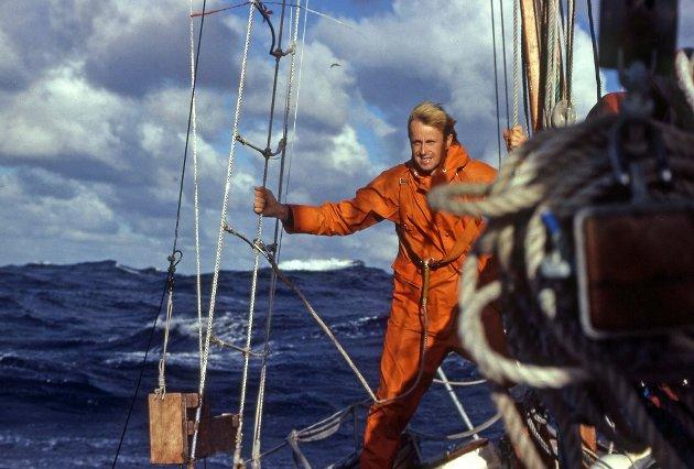 LIKER SEG: Stein Hoff synes det er herlig når havet viser sin kraft, som her i storm. Bildet er tatt om bord i Red Admiral mellom Påskeøya og Pitcairn i 1979.