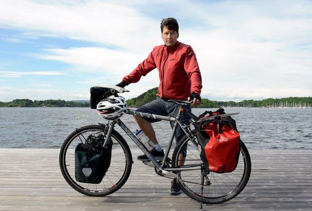 SYKKELTUREKSPERT: Øyvind Wold har syklet land og strand rundt siden 1990-tallet, og vet hva man trenger av utstyr for å ha en vellykket sykkelferie. Foto: Axel Sandberg  FOTO:  /