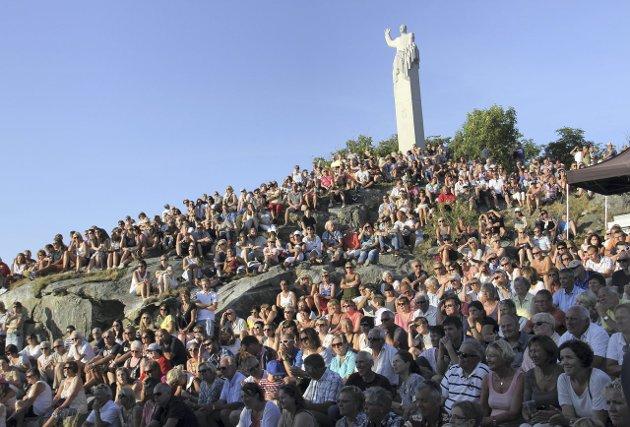 57 prosent av dei som møtte opp til folkerøysting om kommunesamanslåing i Gulen ønskte at kommunen skulle stå åleine. Her eit foto frå Utkantfestivalen i Gulen. Arkivfoto