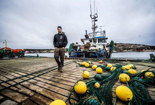 Kristoffer Svennes er en av de unge fra Hvaler som har valgt å satse på fiske, og som ordføreren ønsker skal drive god omdømmebygging for Hvaler i fremtiden.