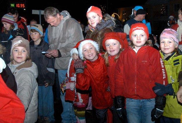 Julegateåpning i Brandbu. Fra høyre: Thea Olsby Dæhlen, Tonje Dalby Smedbøle, Martine Dalby Mathisen og Karen Taaje.