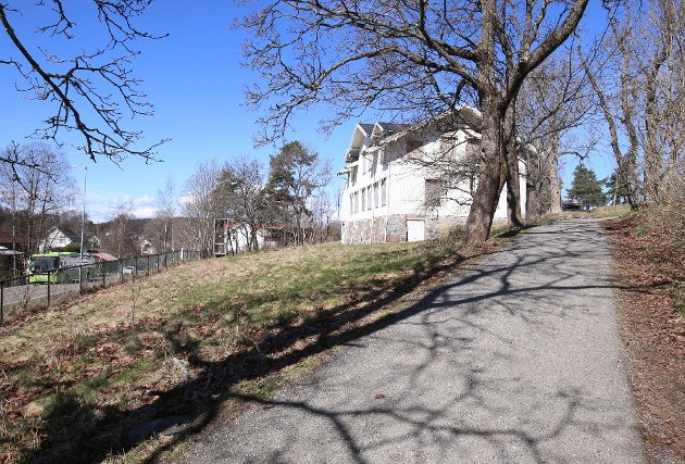 Verdi: – Vårt håp er at Solhøy-bygget kan tas i bruk som en møteplass mellom barn, unge og gamle i dette området. Kanskje kunne den også brukes som et kultur- og grendehus for soningene, skriver MdG's Bakke og Brunborg-Næss.