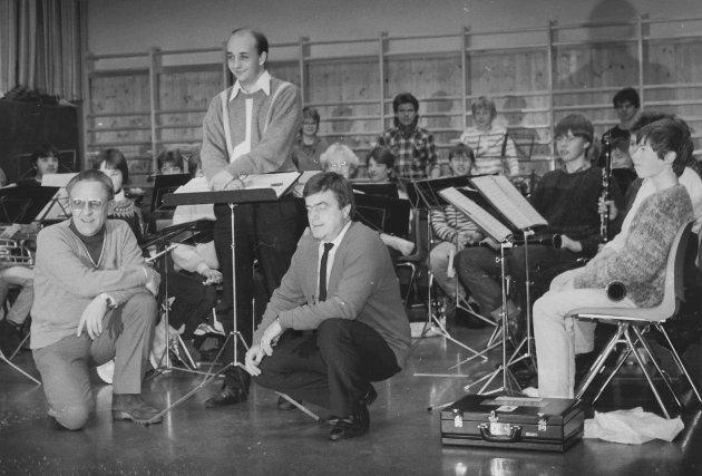 Askim Skolekorps og pikegarde 04.12 1985. Trond Erikson var dirigent.