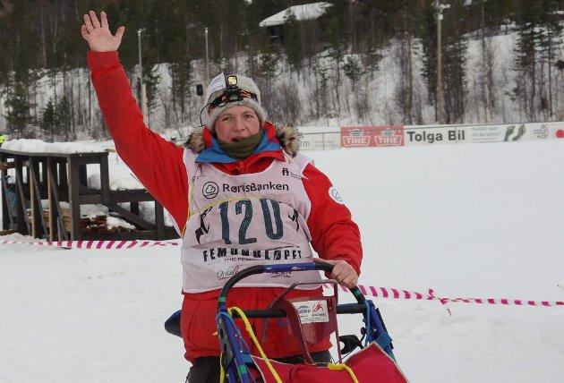 HUMØR: Linda M. Davidsen kjører F400.
