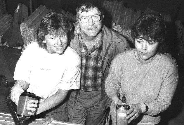 1992: Wenche Hoel Grinaker (fra venstre), Kåre Fossum og Ruth Sørum var kolleger på Swedoor.