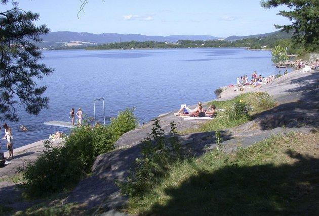 ENGERSAND: Stort område ved Drammensfjorden med høy standard og kyststiforbindelse til Engersand Havn. Kommunen oppgraderte i fjor P-plass, sandstrand og stier. Området har basketballbane, volleyballbane, badebrygge og store gressarealer.