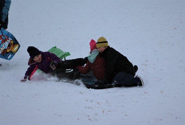I klynge: Jesper Wallen-Lilleborgen (9 1/2), Ingrid Wallen-Lilleborgen (9) og Jenny Helene Berget Ringnes (7) hadde det veldig moro med å ake i klynge.