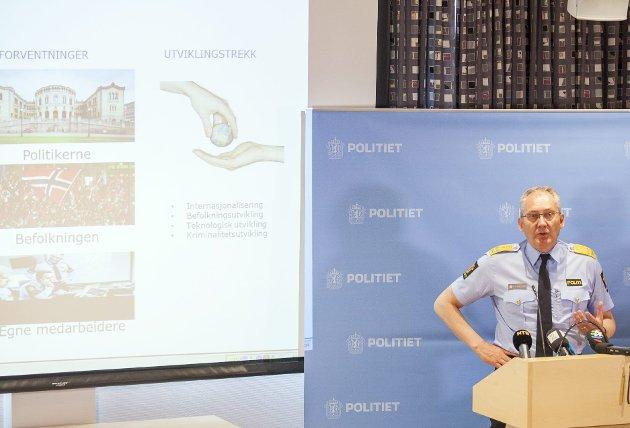 IKKE NÆRT: Politidirektør Odd Reidar Humlegård har fått ansvar for å gjennomføre store endringer. Men å kalle det nærpoliti er ikke ærlig skriver innsenderen. FOTO: Scanpix