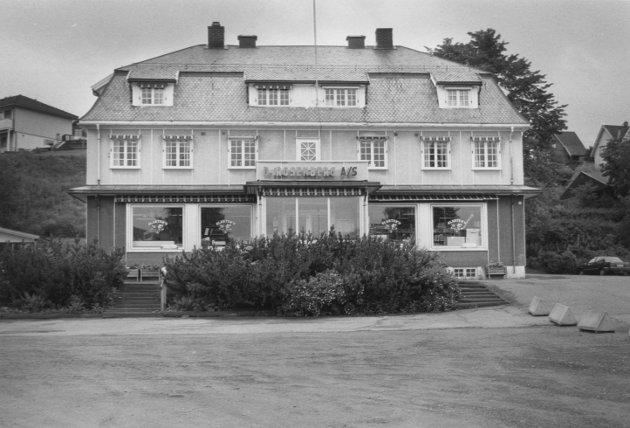 Rosenberg hadde i mange år butikk og utsalg i denne gården i Fetsund, 19. juli 1991.