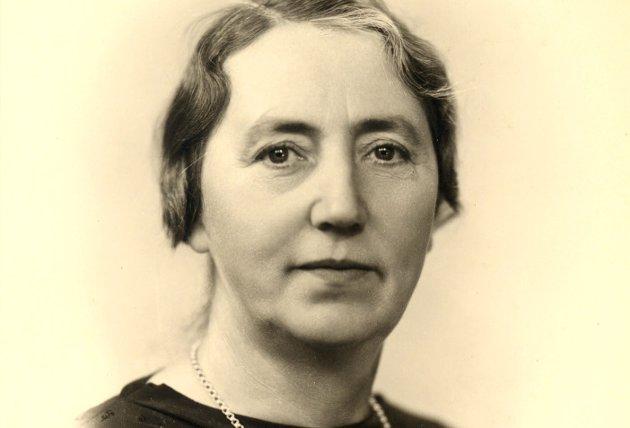 DEN FØRSTE: Arbeiderpartipolitiker Astrid Skare (1891-1963) var den første kvinnen fra Buskerud med fast plass på Stortinget. Hun var fra Røyken, og i Åros er veien opp til Frydenlund skole bærer hennes navn. Hun satt tre perioder på Stortinget fra 1945 til 1957.