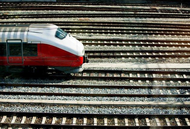 I Sarpsborg er det stor oppslutning både politisk og i næringslivet bak kravet om to tog i timen som grunnrute til byen, skrives det i dette debattinnlegget.