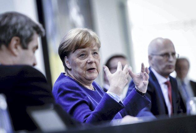 – Tysklands bundeskansler Angela Merkel hadde litt trøbbel på hjemmekontoret da hun ble med i den internasjonale konferansen om miljø og bærekraft. Bildet ble litt tåkete, men budskapet var krystallklart, skriver Jana Midelfart Hoff. Foto: NTB/Scanpix