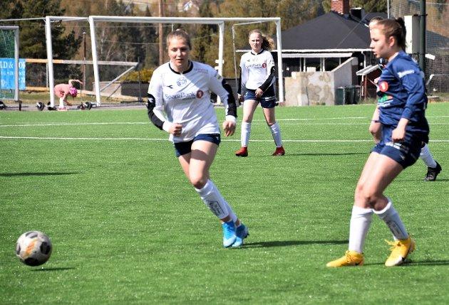 I FARTA: Marte Fjerdingstad Olsen (18) fra Vikersund kjente spillegleden boble. Hun var med på vinnerlaget til Modum Nord.