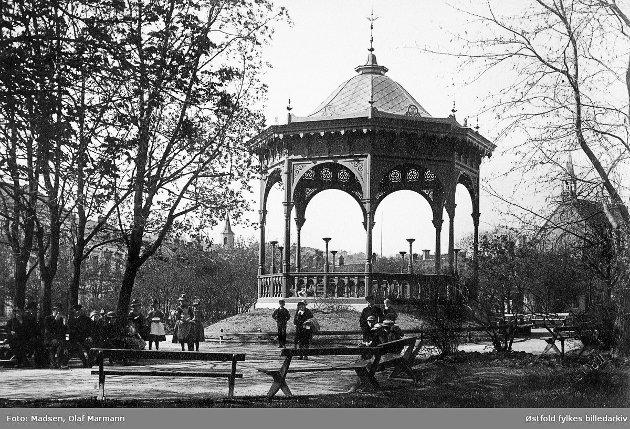 Paviljong i Nordsiden eller Busterudparken i Halden datert 1891.
