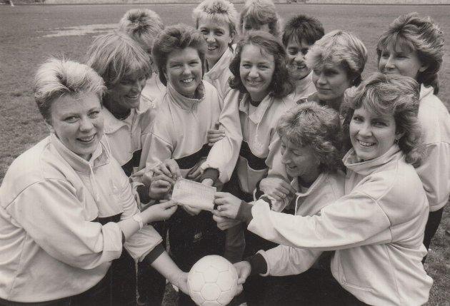 Gulljentene fra Odda, står det på dette bildet fra juni 1987.