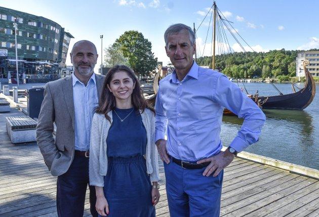 Aps Lozan Balisany sammen med førstekandidat Dag Terje Andersen og partileder Jonas Gahr Støre. Foto: Mari Mjaaland