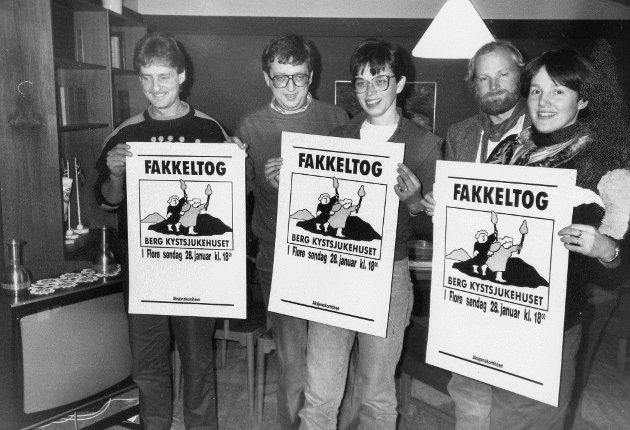 """I januar 1990 arrangerte aksjonskomiteen for """"Berg Kystsjukehuset"""" fakkeltog i Florø sentrum. Arvid Langeland, Nils Jørgen Hansen, Astrid B. Eliassen, Alf Jansen, Margret Igland."""