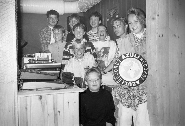 Realen ungdomsklubb: Alf Vidar Snæland (bakerst til venstre) frå Florø leia eit discjockey-kurs i Svelgen i september 1993. Elles på bilde ser du mellom andre Svenn Runar Myklebust, Christine Hammersvik og Renate Hjortland.