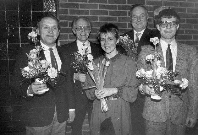 Skulemusikken hadde 25-årsjubileum i januar 1987. Harald A. Hauge, Kjersti Håvardstun (leiar), Odd Håvardstun, bak Martin Håvardstun og Leidulf Lindvik.