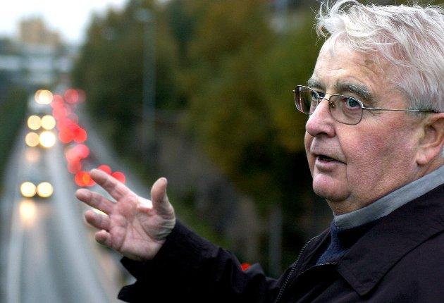 Johannes Thue stiller mener el-biler har negativ effekt på miljøet fordi de bruker strøm som brude ha gått til å utfase kullkraftverk.