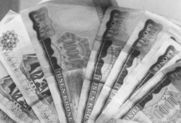 Ja de penga...: Innføringen av moms i 1970 førte til mange forskjellige utslag på prisene i butikkene, og Halden Arbeiderblad konkluderte med at alt var bare rot og forvirring.