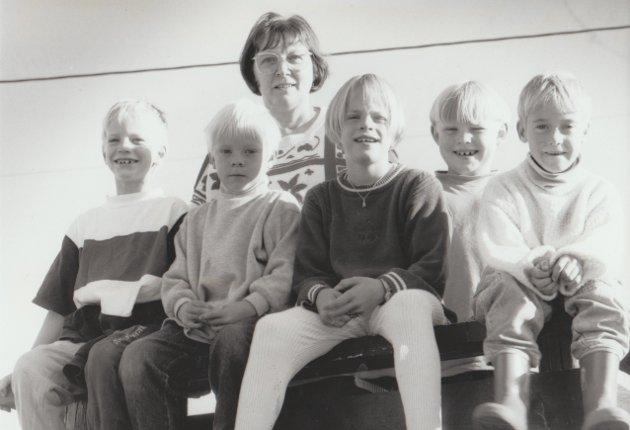 1. klasse på Eltoft skole, 1993-1994: Jens H. Klevstad (Holdal), Kristoffer Olav Martinsen (Saupstad), Benedikte Olavsen (Saupstad), Kristoffer Klevstad (Holdal) og Mariann Leonardsen (Unstad). Læreren het Anne Mari Severinsen.