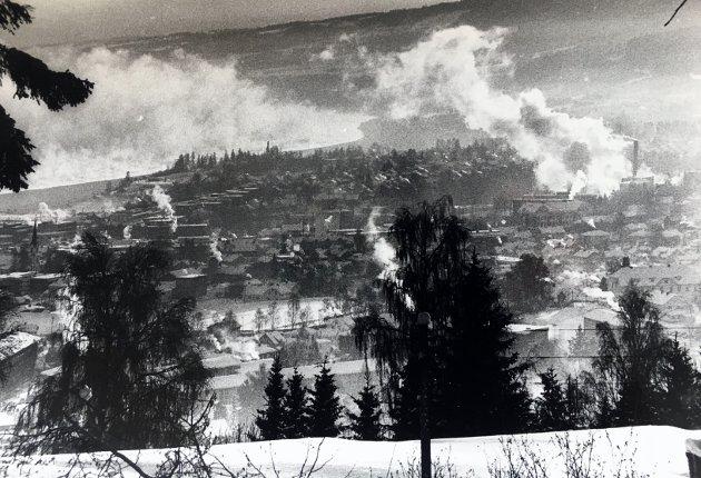 Kaldt: Slik så det ut over Gjøvik 10.januar 1987. Frostrøyken kunne ses på lang avstand.