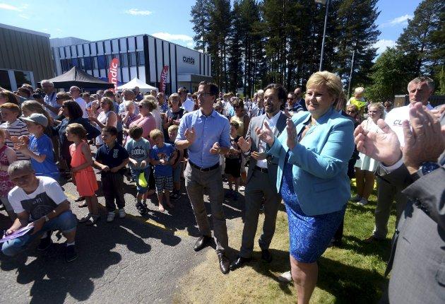 FEST: Det var folkefest da statsminister Erna Solberg i 2015 åpnet Curida. De neste dagene vil vise hva avtroppende og påtroppende regeringer gjør for å sikre utvikling av fabrikken. Arkivfoto: Anita H Gotehus