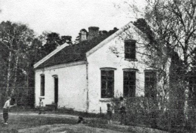 Gamle Tveter skole ble nedlagt fra skoleåret i 1957.