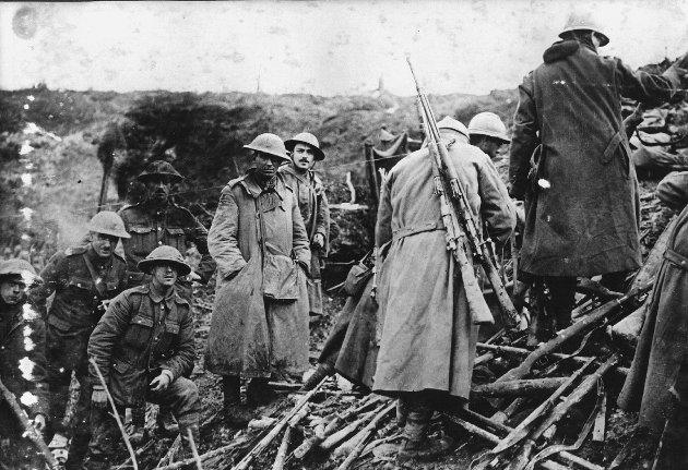 I dag skriver Chris Tvedt om arven etter første verdenskrig. Bildet viser skitne og trøtte tropper i St. Pierre Divion, 13. november 1916, etter en intens offensiv. Foto:  NTB/Scanpix