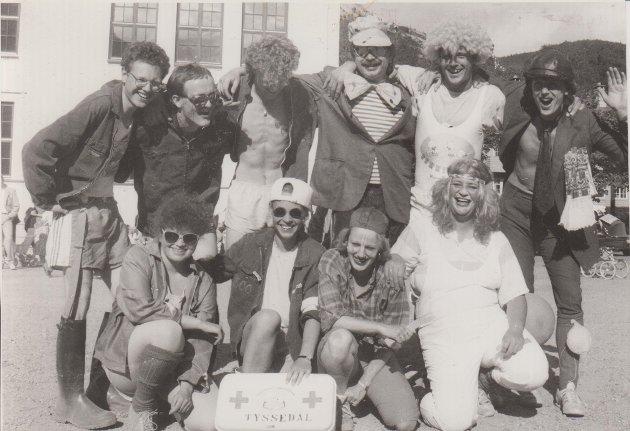 Slik feiret denne glade gjengen 17. mai i Tyssedal i 1990.