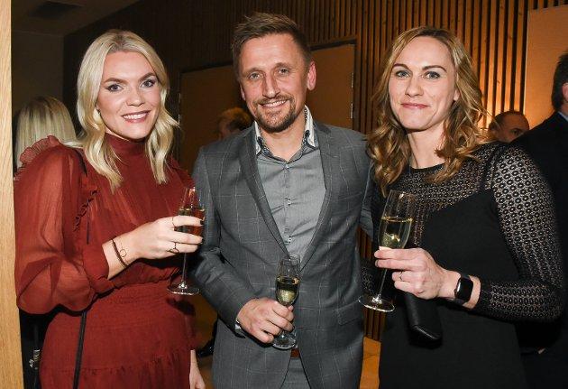 Marte Fladvad fra Friskgården, Thomas Opdal fra Friskgården og Helene Møllersen fra Vitensenter Nordland. De er klare for festen etter en topp fagdag med kvalitet.