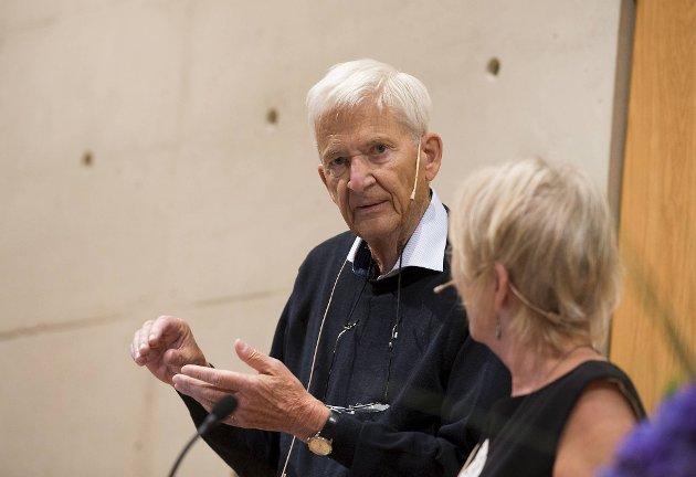 Per Olov Enquist gikk bort denne uken. – Han kunne ha fått Nobelprisen også, hvis du spør meg, så høy kvalitet er det på hans romaner og skuespill.