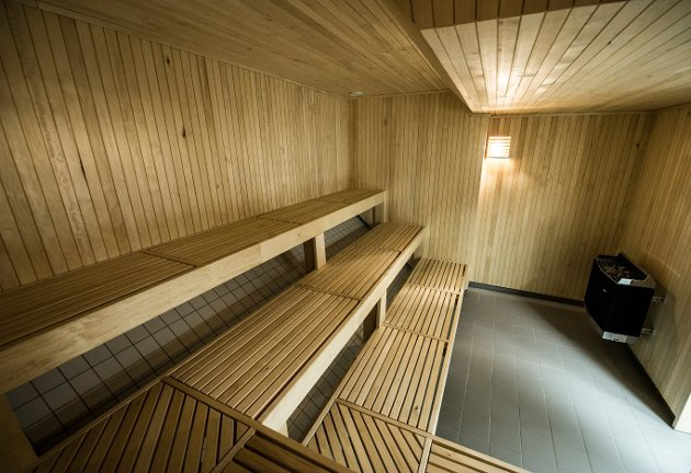 – Den eldste jeg kjenner har passert 92 år. Det er etterspurt et rekkverk/gelender i badstuen, så de har noe å holde seg i når de «klatrer» opp og ned i badstua, skriver Kai Svendsen.