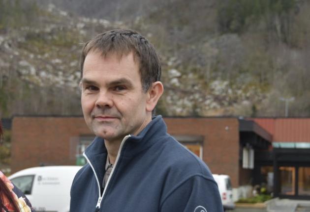 SPLITTA: - Me har blitt splitta i to, og dersom delinga får stå fast, vil begge sidene av fjorden tape på det, skriver Bjørn Høllesli.