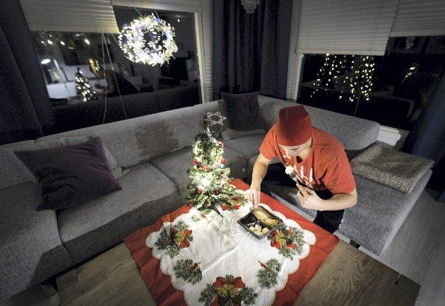-  For mange blir den veldig annerledes i år. Aldri har det vært viktigere å ta den ekstra telefonen til                                  tanten som sitter alene. Det er ingen julegaver som slår gaven i å bli sett av et annet menneske, skriver Filip Rygg. ILLUSTRASJONSFOTO: GORM KALLESTAD, NTB