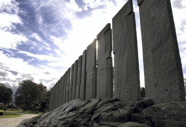 Kunstaren Bård Breivik sitt storslagne kunstverk, Tingvegen, i minneparken for Gulatinget på Flolid i Gulen. FOTO: NTB