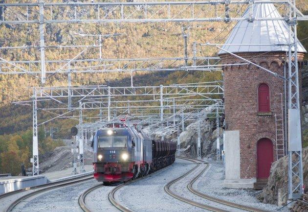 Det er ikke aktuelt for LKAB å sende nåværende eller fremtidig produksjon 130 kilometer ekstra til Luleå, sammenlignet med å sende våre produkter til Narvik, skriver  Bo Krogvik og Jan Lundgren i dette debattinnlegget.