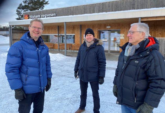 Stortingsrepresentant Tor André Johnsen (Frp) sammen med elverumspolitikerne Yngve Sætre (H) og Dag Martin Bakken (Frp).