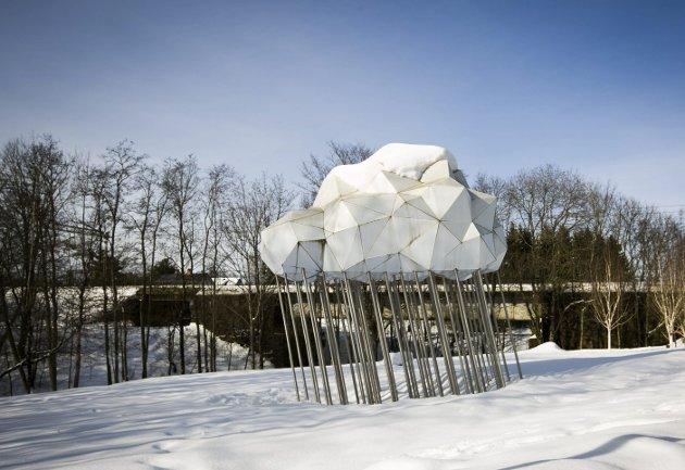 Syklus: Du finner kunstverket langs bredden av Sagelva, på vei mot Strømmen. Foto: Lisbeth Lund Andresen
