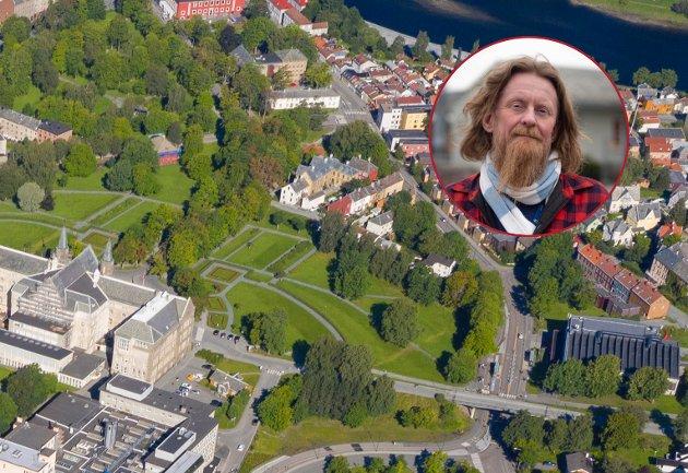 Grensen er et unikt bomiljø, nå blir det redusert til en kulisse for NTNUs prangende sentraliseringsprosjekt, et symbol på at det ikke er politikerne som bestemmer byutviklinga i Trondheim, og heller ikke innbyggerne, det er utbyggerne, skriver Roald Arentz (R).