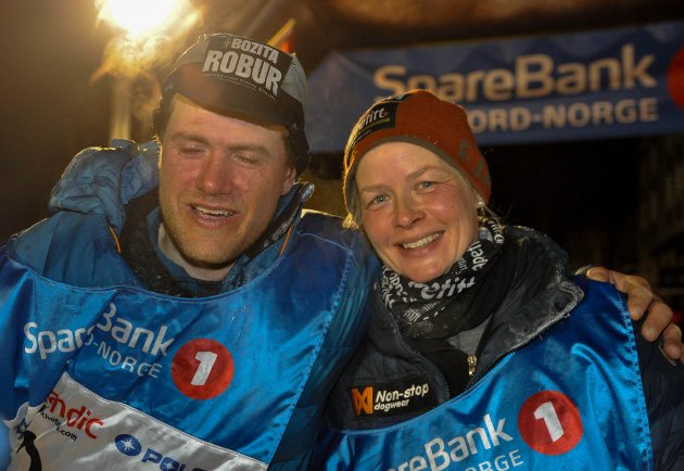 Petter Karlsson og Birgitte Næss etter målgang av Finnmarksløpet 1.200 kilometer 2018. Han vant og hun ble nummer to, men siden løpet har NM-status, så ble Birgitte Næss norsk mester.