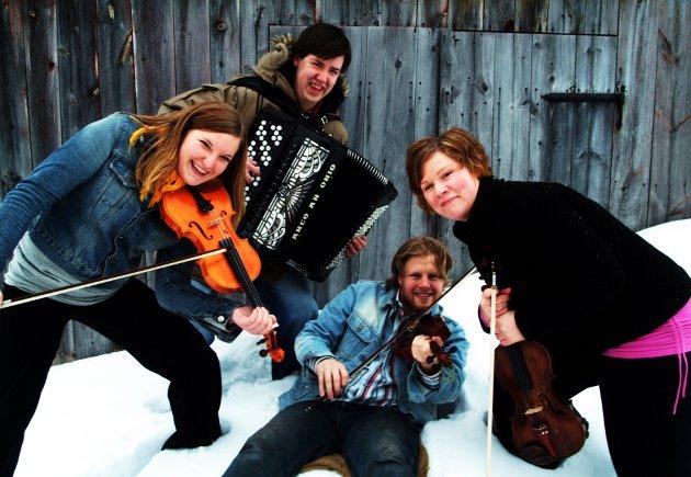 RIM: Denne folkemusikkgruppa figurerte i Rettens spalter i 2006. Er det noen som kjenner de på bildet?