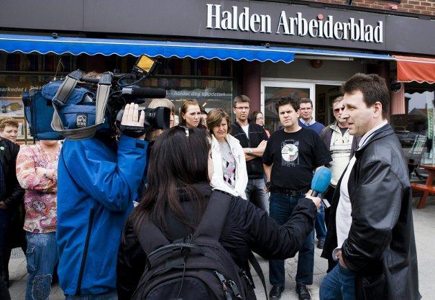 Dramatikk: Styreleder Harald Bjerge måtte gå spissrotgang mellom HA-ansatte, og ble intervjuet av NRK Østfold under de dramatiske dagene «HA-saken» varte. Arkivfoto: Tom R. Andreassen