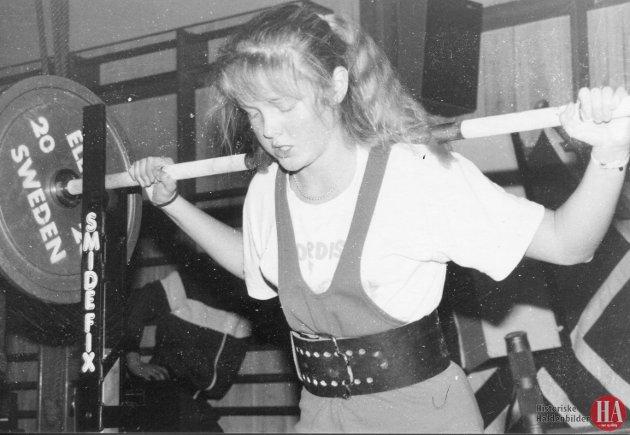 Hanne Wahlstrøm fra Halden Styrkeidrettslag ble regionmester i sin klasse under stevnet i Oslo. Publisert: 9. oktober 1989