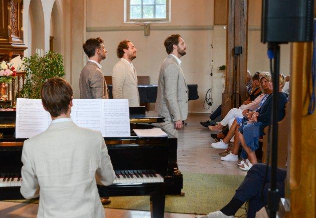 Full trøkk med Operagutta i Kragerø kirke.