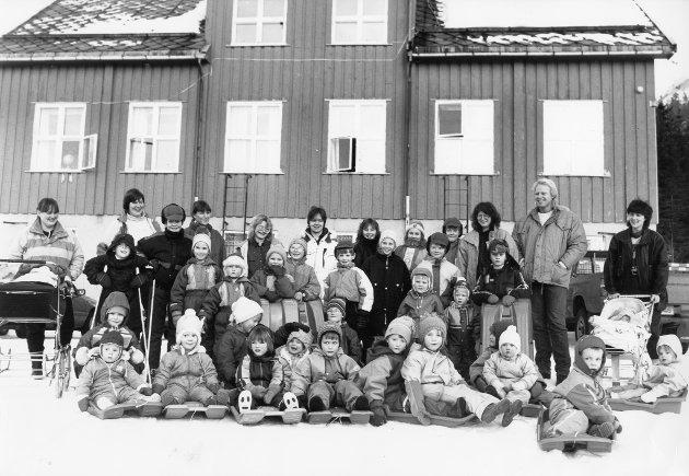 Grønfjelldalen skole, 1991 – 1992. Elever, lærere, foreldre, barnehageunger – ja alle i Grønfjelldalen slår ring om skolen sin.
